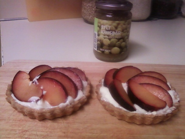 plum tarts cream cheese